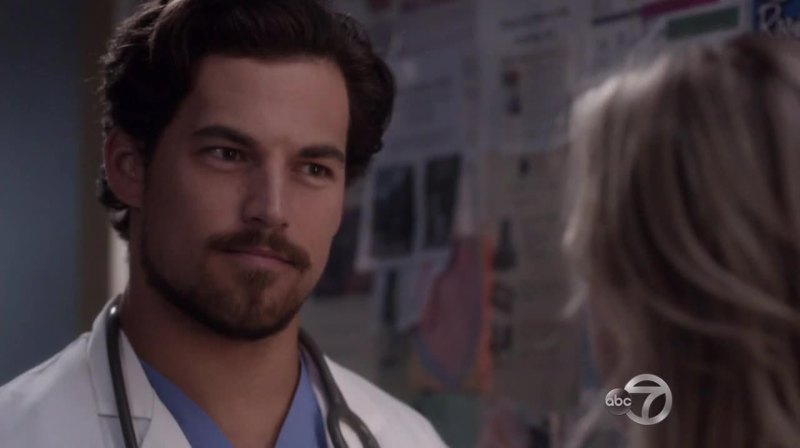 Is it just me or doesn't this guy remind of mark Sloan ? He is so mcsteamy!