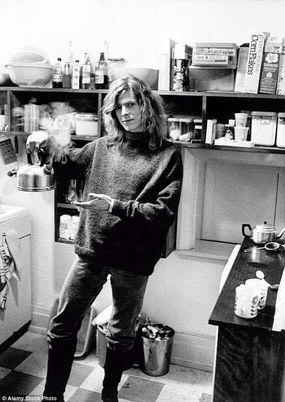 This is the Bowie, and this is the kettle. Look full and admire.