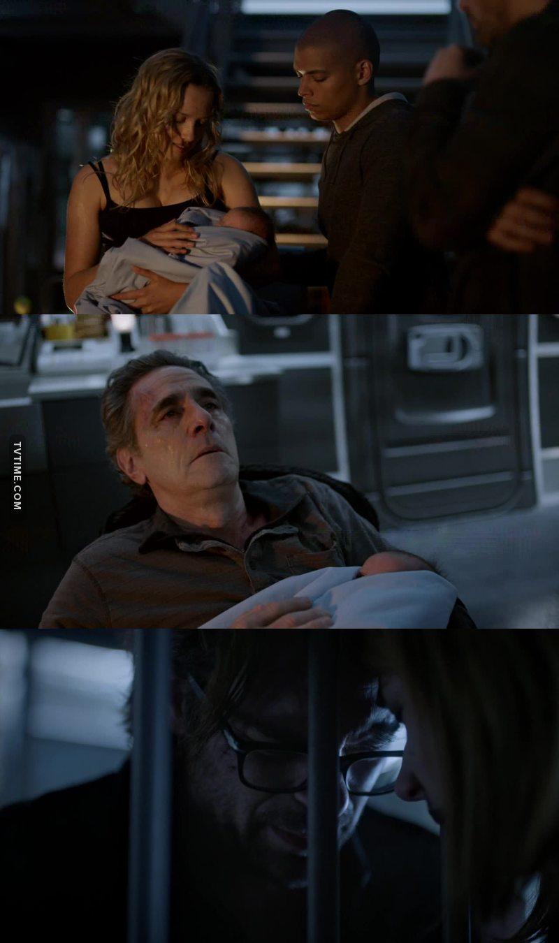 """Pas besoin de medecins quand on a du serum !! 😜. Ils ne pouvaient pas tuer tout le monde. Et au final, ils se sont """"debarrasses"""" du personnage le moins important sans toucher aux principaux ! Quel suspens !! Mais c'etait quand meme assez triste. 😢  Jamie a deconne mais de la, a l'enfermer. Ils ont tous foiré a un moment !! meme si la ils ont failli tous mourir... mais si j'ai bien compris Jackson veut tuer Abigail maintenant. Il faudrait savoir !!  Mais en tout cas, contente de ne pas avoir vu sa gueule de l'episode...😆"""