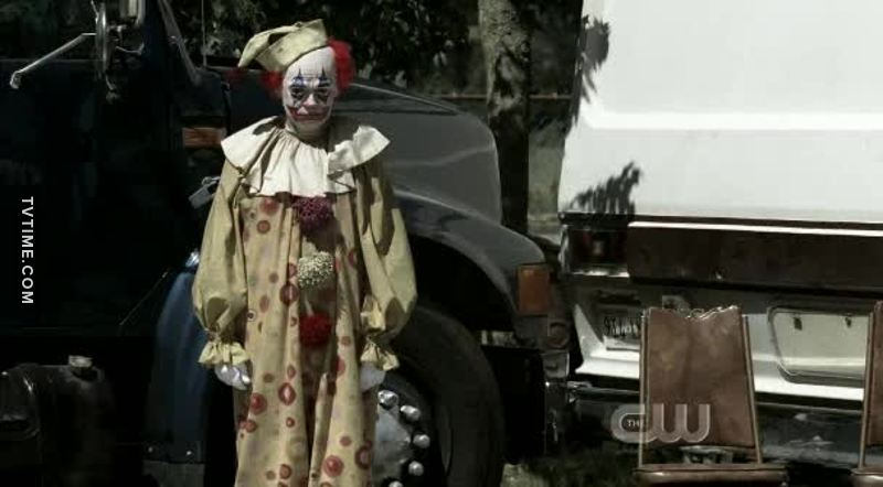 This clown scares the shit out of me 😱😨😫