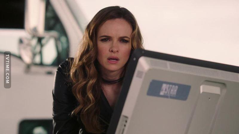 Caitlin has gotten much hotter this season 😍🔥.