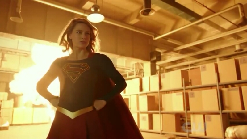 I think it's cool that in the midst of every crisis that happens Kara has the time to look at nothing and do the following :