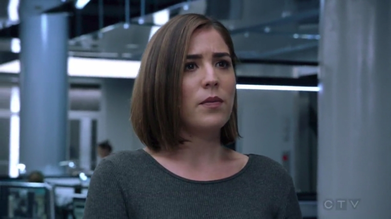 All you are thinking about why Kurt hid that he know Jane's daughter or is Reade a criminal?   And here I am looking Zapata's new look and boy I am in love!!   Am 8 the only person who feels she's so damn beautiful?  Since the first episode I'm in love with her voice. Now this?   My life is complicated now!! 😂😂😂😂😂😂