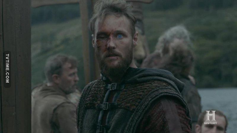 Ivarr avrà pure la capacità strategica, ma nulla in confronto alla grandezza dell'anima di Ubbe. La sete di sangue e di vendetta non porta a niente: Ivarr è simile a Ragnar solo nel desiderio di vendicarsi per i torti subiti, ma Ubbe... Ubbe è quella parte di Ragnar che in ogni momento della sua vita da che la lasciò, desiderò solo tornare nella fattoria, unico luogo dove poteva essere felice davvero, con Lagertha, Gyda, Bjorn. Il potere alla fine non porta a nulla, porta solo a sfasciare legami e a crearne di malati. E anche se alla fine Ubbe dovesse soccombere alla maledetta violenza di Ivar, per me resterà sempre il vincitore. Lasciamo che la storia la scrivi Ivar, la felicità la si guadagna in altro modo, anche semplicemente difendendola, senza raggiungerla davvero. #teamUbbe