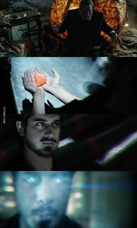 Aliens ou fantomes ??? Je comprends plus rien la... 😕  Roman est puissant. Ok, et alors ?? Pour l'instant, il n'a pas fait grand chose...
