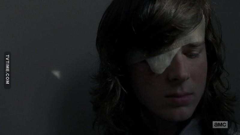 Que alguien me diga que Gabriel se ha infectado al ponerse las tripas encima y que lleva con él al médico porque va a curarse y van a inmunizar a Carl 😭😭😭😭😭