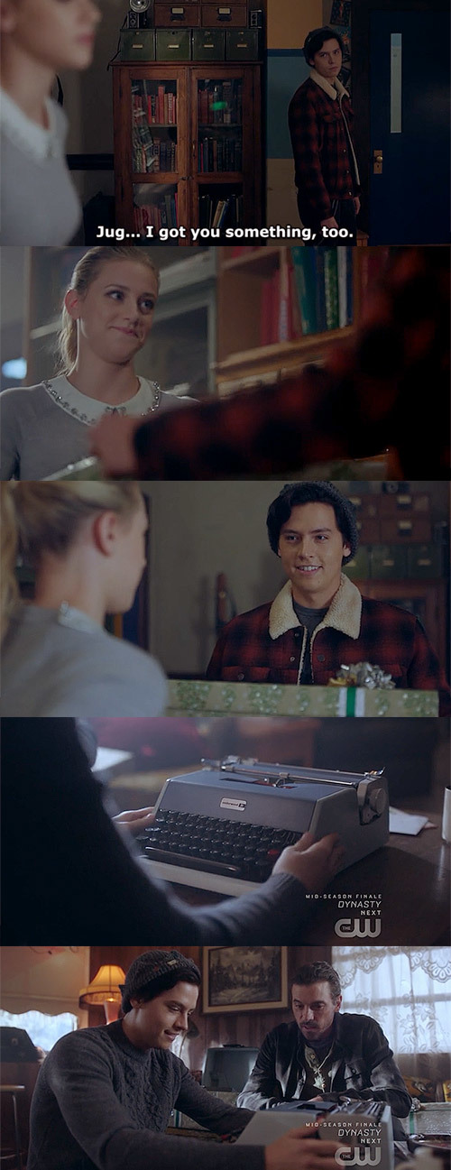 Betty's gift for Jughead... 😭 He was so happy about it 😭💞