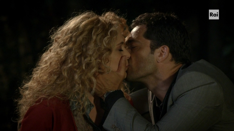 Ma neanche un po' di corteggiamento prima del bacio? 😪