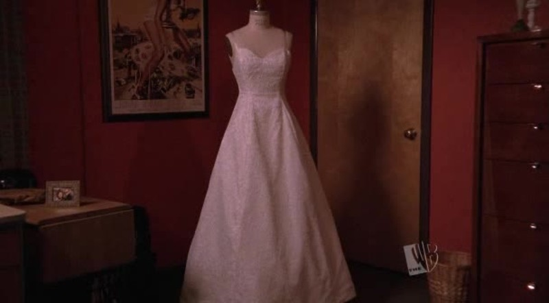 Wow, the dress is so beautiful !