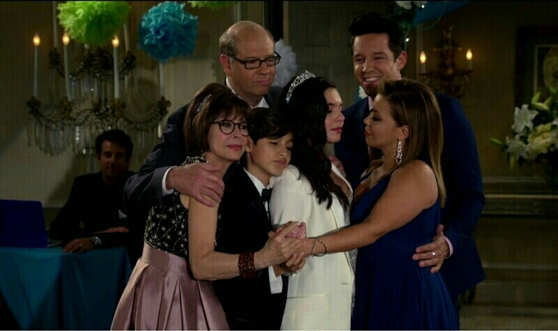 I cried the entire episode, especially when her papi left and Penelope went dance with her, that broke my little heart, but made me happy when i realized that Elena have her family, to support and be on her side. ☺ Can't wait until season 2 ❤