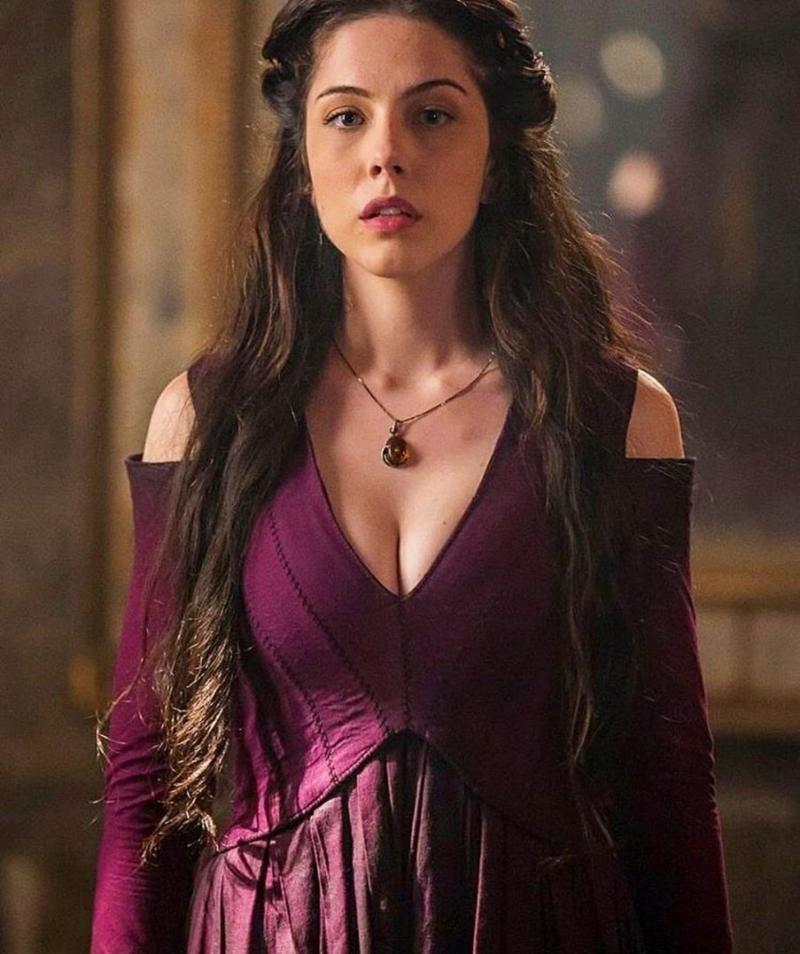Acho que será tipo Melisandre, uma bruxa 🔥