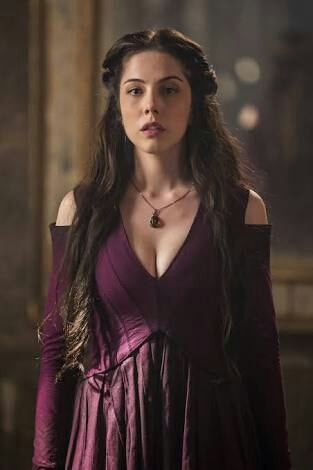 Quero chegar ao 117 anos com essa beleza da Brice ...😂♥ Adorei a veia contando a história dessa bruxa... Agora é ver se Selena também é uma ♡