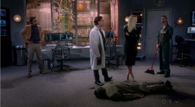 Who thinks that Sheldon is the dead body on the floor in Leonard's book? :))