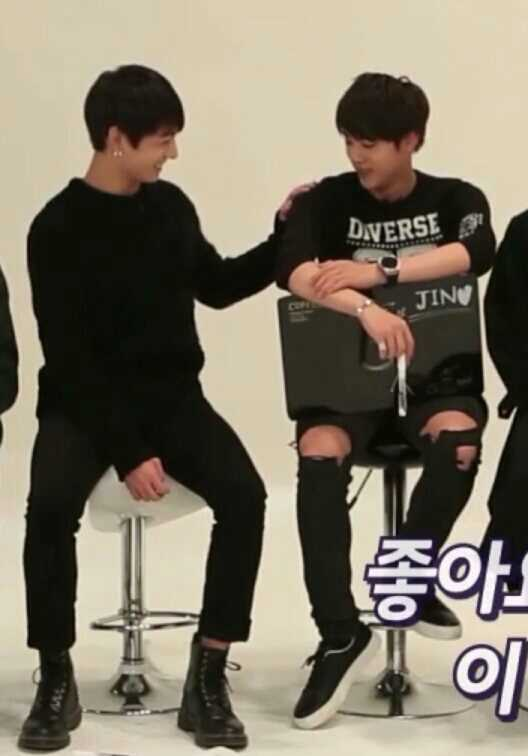 Jungkook loves Jin's shoulders so much😆