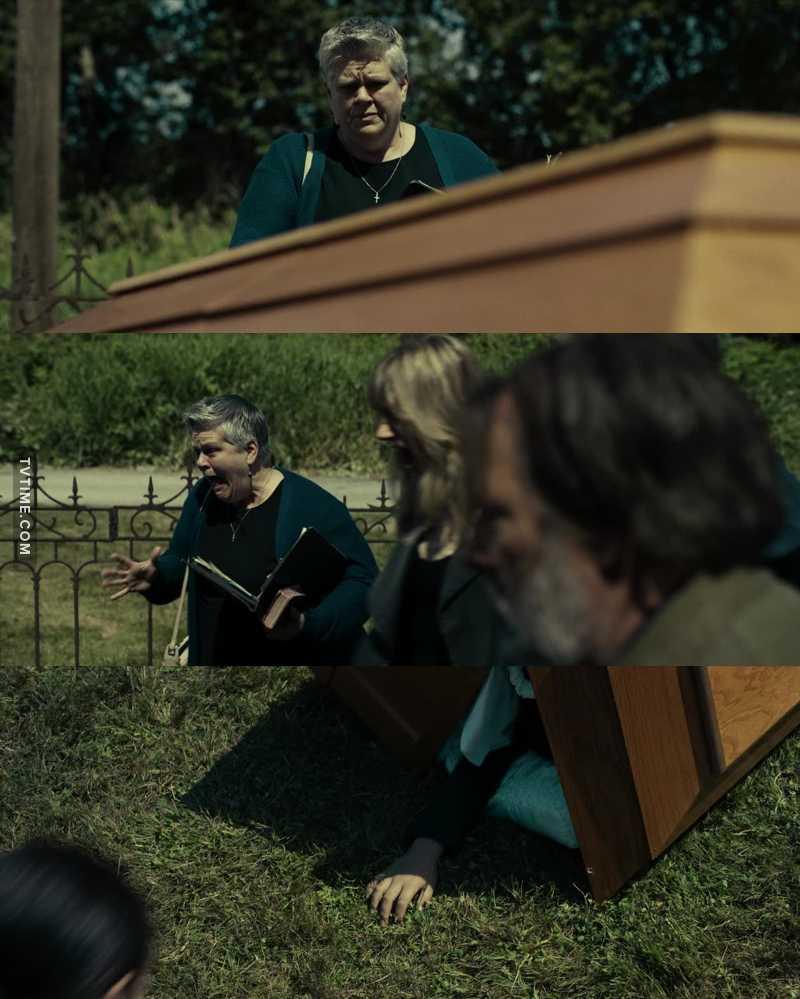 Pensei que ele fosse levantar do caixão e colocar o povo para correr. 😂