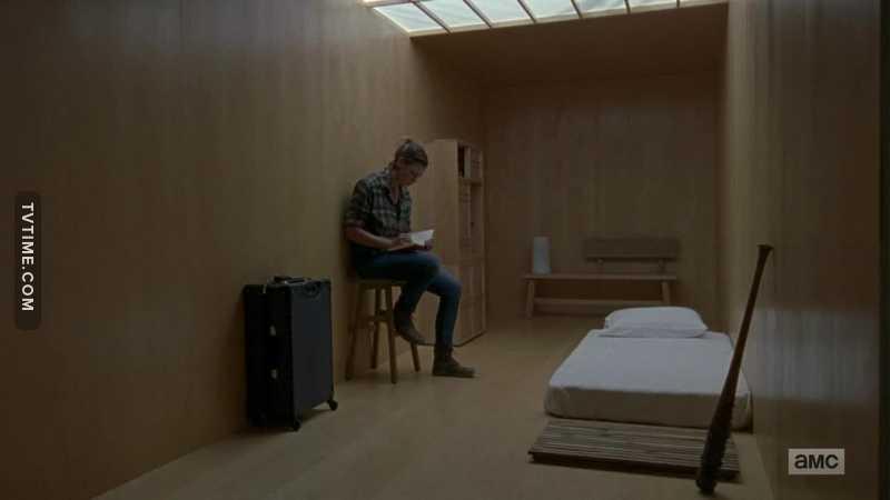 Donc, Jadis a un PUTAIN d'IKEA dans un container, en pleins milieu d'apocalypse. D'accord tout va bien.