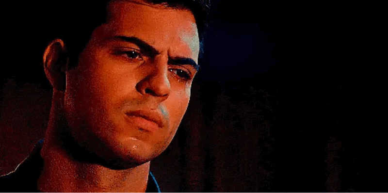 LEAVE 🗣RAPHAEL 🗣ALONE 🗣HE 🗣DESERVES🗣 SO 🗣MUCH 🗣BETTER🗣 This character is so great, multilayered, complex, compelling and he is so much more than any ships and I'm so angry that they wrote him totally out of character just to create this angst with Izzy so that she can find her love for Simon...I mean I don't give a shit just don't ruin my faves. I hope he won't actually leave the show because this would be a huge mistake, David is by far the best actor and instead of promoting him and making him a more consistent and relevant figure not only on the show but also on the cast they make him go away? I will riot. Btw I do ship sizzy since ages but, honestly, Emeraude and David have such an incredible chemistry that I still haven't seen in Sizzy, and that's unfortunately a fact. Raphael defense squad forever.