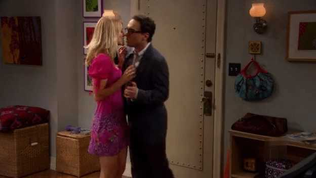 Yes finally the kiss the date it's on... really enjoyed season 1 made me laugh the whole season.. 👌👌