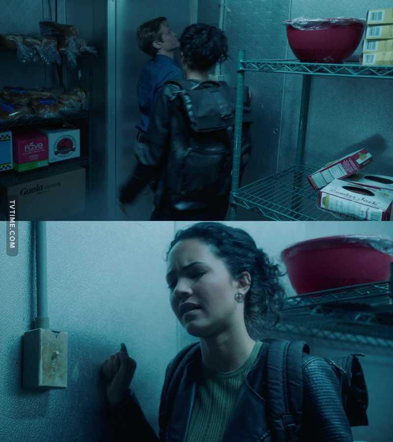 I so hate the fact we don't get to see how the manage to escape those predicaments they have in the intro scenes 😠😠😠😠😠😠