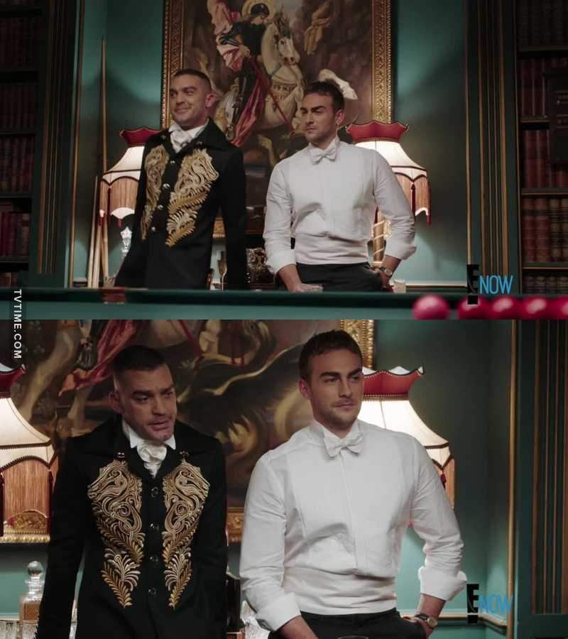 These two were hilarious! 😂 -Let me try it again, My name is Jasper Frost, King's bodyguard, solved King's Simon murder, got shot for King Robert and dating Princess Elenor, your niece 😂😂😂
