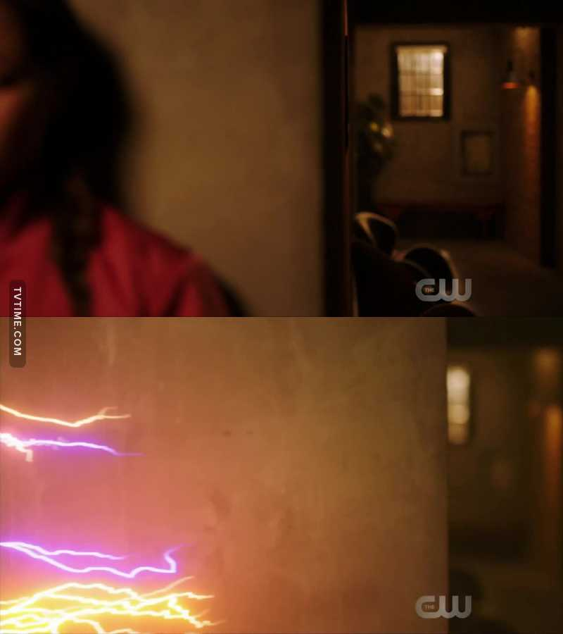 I KNEW IT!!! SHE IS BARRY AND IRIS' DAUGHTER! perp dat lightning tho