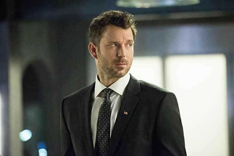 SOMEBODY GET ME A HUMAN TARGET SPIN OFF WITH THIS GUY PLEASE. That would be an awesome series to watch. Anybody that agrees with me ?