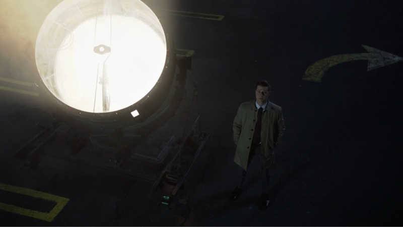 Gordon with his hands in his pockets And the Gordon coat looking up at the light (Bat signal) OMFUCIKNG!!!!