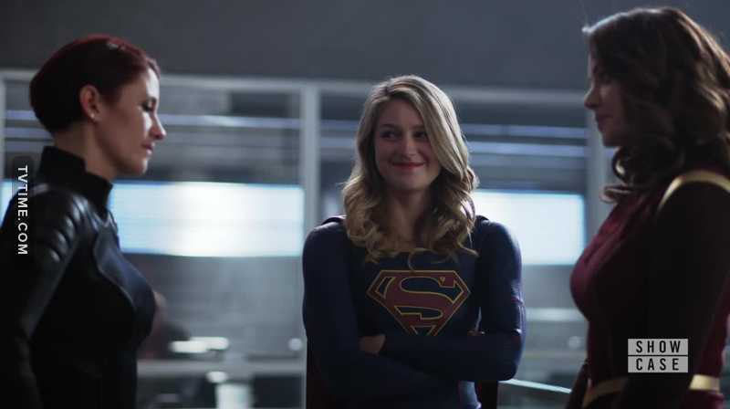 Look at Kara's smile while she's finally introducing Alex to her mom 😍