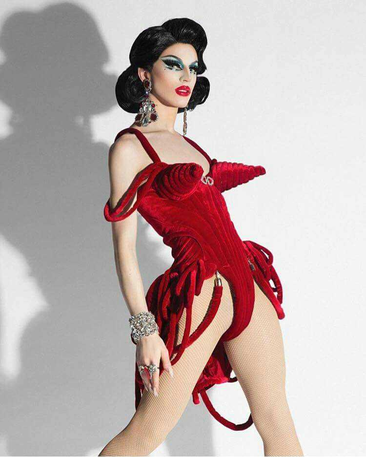 CURTAIN'S UP WITH THE LIGHTS FLASHING BRIGHT THE #1 SHOW-STOPPING DIVA HERE FOR YOUR DELIGHT
