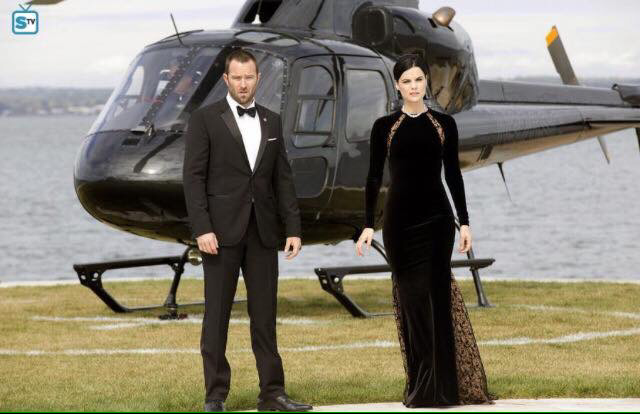 They look like 007 and his James Bond's girl 😃