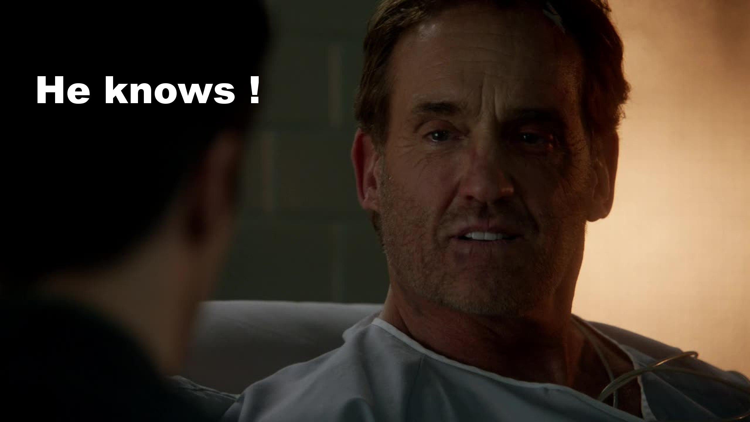 La scène ou Henry Allen annonce à son fils que Julius s'est fait attrapé tentant de s'échapper grâce à The flash est émouvante, on sait à ce moment que le père de Barry connait l'identité de The Flash !