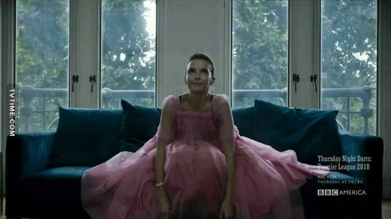Only she can wear a pink fluffy dress and still scare the shit outta me..she is crazy good in this role slay Jodie 🙆🙆🙆