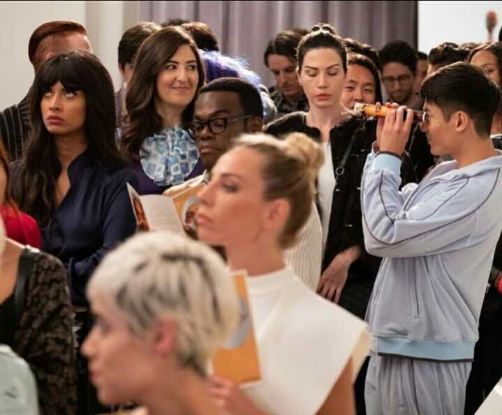 Find someone who looks at you the same way Janet looks at Jason 😍 (btw Tahani's face is a mood 🙄😂)