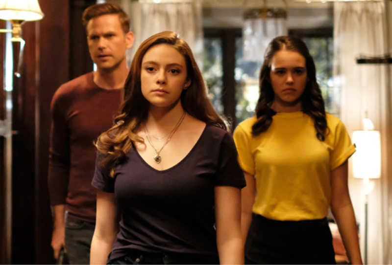 I love how the females are the one to save the day in this series 😍💪