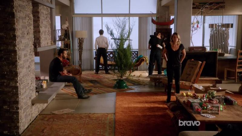 Decent ending. Sad but realistic for this show. Bye Graceland !
