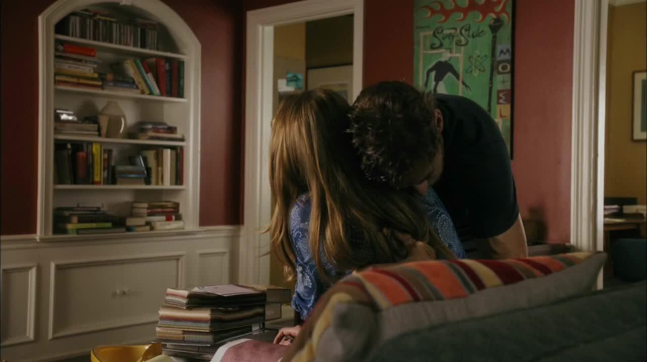 J'ai hâte de savoir ce qu'il se passe avec Paul... J'ai envie que ça dérape entre Joss et Harry parce que tout le monde n'attend que ça mais en même temps j'ai toujours un petit espoir qu'il se remette avec Savi ^^