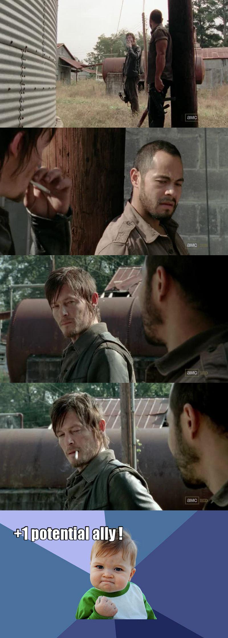 Fraternisation avec l'ennemi ! Bien joué Daryl !! J'espère juste que ça va porter des fruits et qu'ils ne vont pas s'entretuer deux jours après...