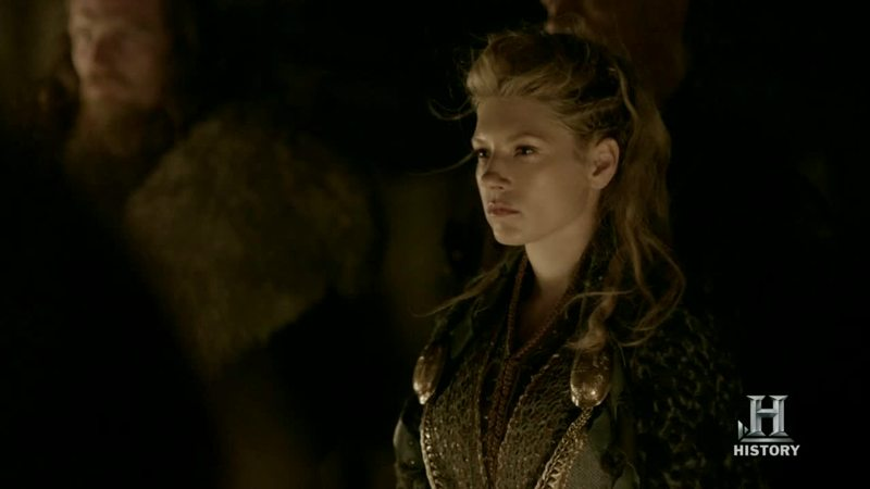 She's so beautiful, stronger, incredible warrior, have a good heart, help everyone thats need help. She is fucking perfect. Don't surprise me the fact Ragnar and Rollo have loved her at the same time.