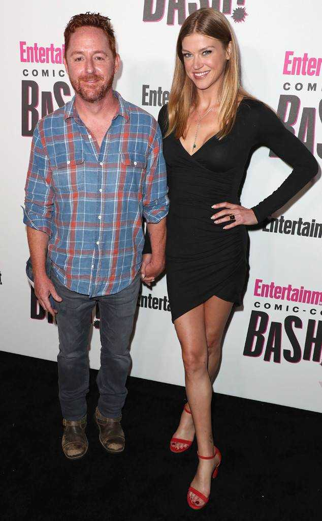 Okay, unrelated to the episode directly but I just found out these two are together (and engaged) IRL! :O