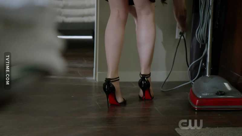 You can't be taken seriously as a housekeeper if you are wearing Louboutin 😂😂