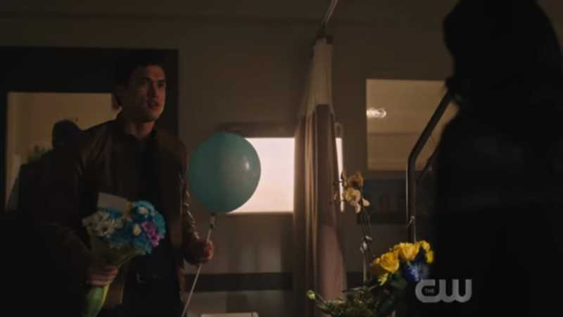 The balloon literally says it's a boy 😂😂😂