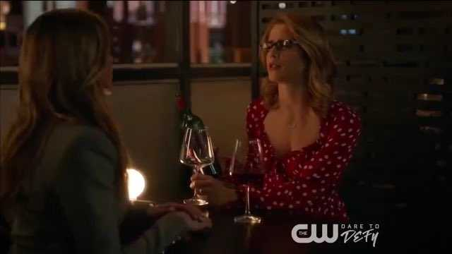 Felicity and Laurel... I'm loving this friendship!!