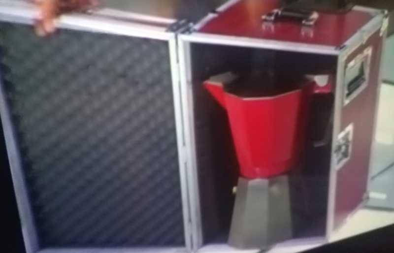 La macchina del caffè da viaggio di Antonino sembra proprio della sua dimensione 😂😂😂😂