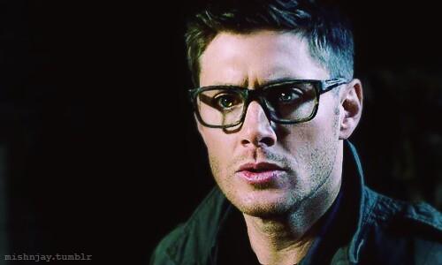 Omg!! Dean wearing glasses