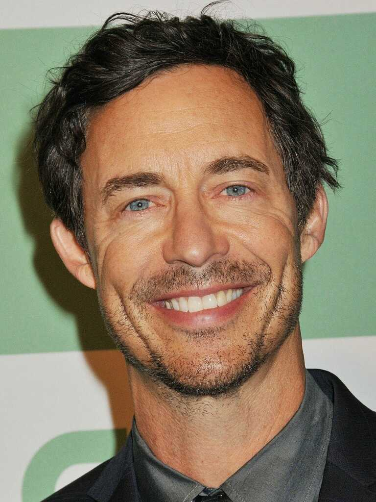 Can we just give some love to this guy ?  I just realized that I can't even count how many characters he played in this series.  Tom Cavanagh, Respect.