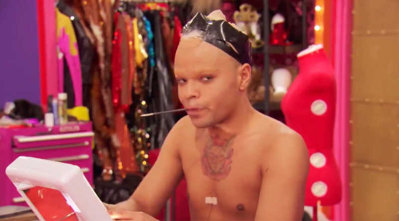 Miss Vangie's side eye during Yvie Oddly's 'buck naked pink display'. I LIVE 🤣🤣🤣