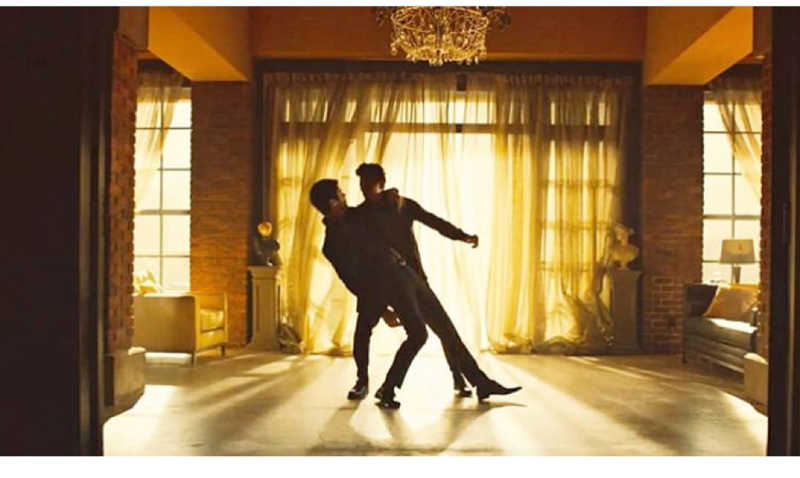 A Malec dance, never thought I would see this ❤️