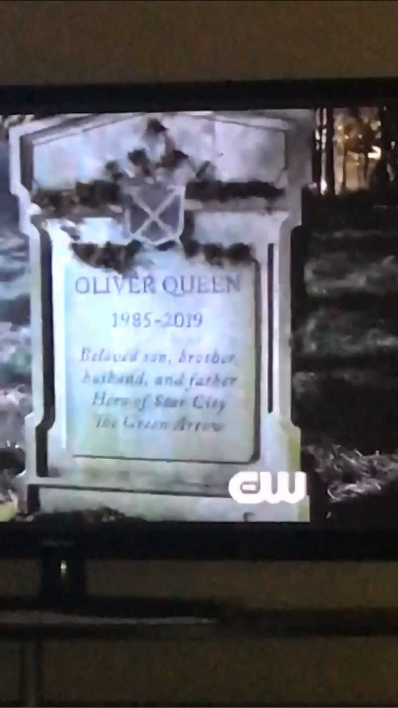 OLIVER QUEEN 1985-2019 Beloved Son, Brother, Husband, Father HERO OF STAR CITY THE GREEN ARROW  I'm not crying, you are!!