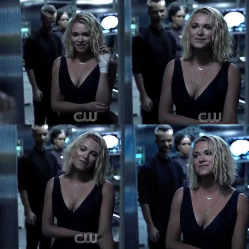 can we take a moment to say THANK YOU ELIZA TAYLOR. Wow, the moment she woke up she wasn't Clarke anymore. This scene gave me chills! Eliza Taylor honestly is freaking amazing!
