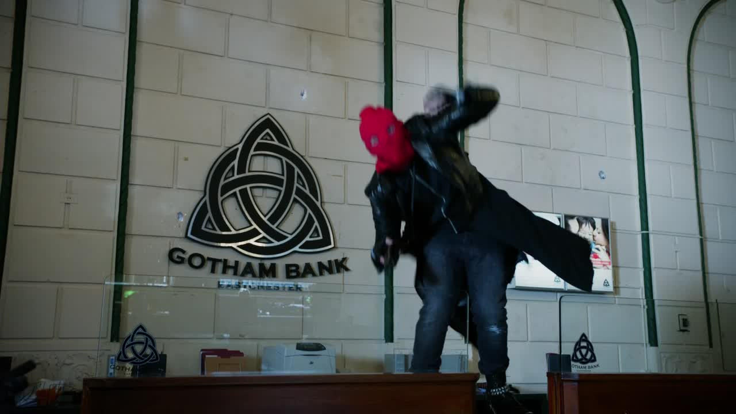 La banque de Gotham appartient aux soeurs Halliwell ou quoi ? #Charmed